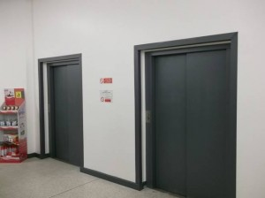 Lift door spraying